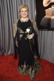 Kelly Clarkson in Christian Siriano
