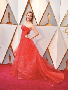 Leslie Mann in Zac Posen Resort and Brian Atwood shoes