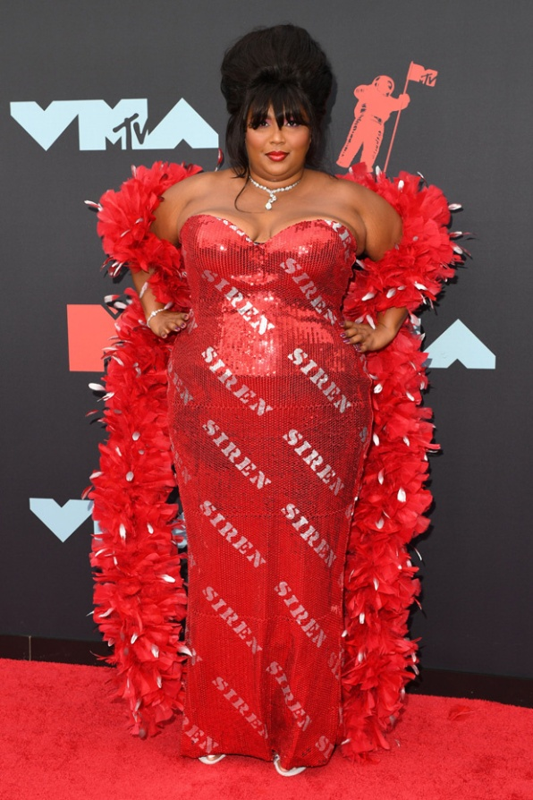 lizzo-red-carpet-vmas-2019-embed