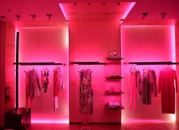 5.Pinkneonlightglowedthroughout.