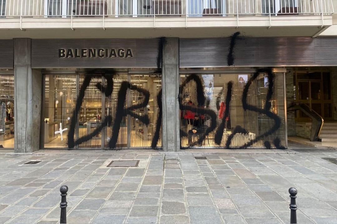 https---hypebeast.com-image-2019-12-balenciaga-kidult-paris-boutique-flagship-graffiti-merry-crisis-tag-photos-02